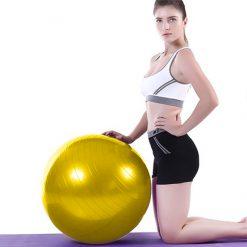 femme exercices swiss ball moyen 45 cm