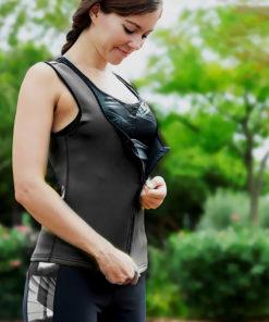 femme fermant zip gilet de sudation