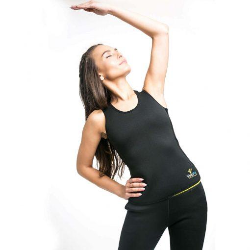 femme portant gilet de sudation femme effet sauna pendant exercice physique