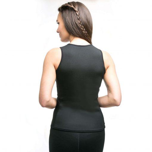 femme pose gilet de sudation femme effet sauna de dos