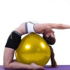 femme etirements swiss ball moyen 45 cm