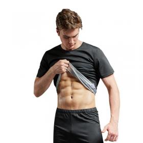 homme soulevant t shirt de sudation pour montrer son ventre plat