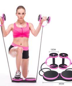 Femme utilisant un appareil fitness multifonction