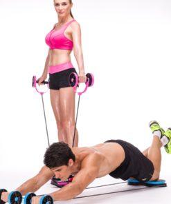 homme et femme s'entrainant avec appareil fitness multifonction