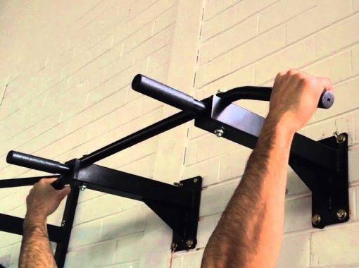 bar de traction fixation murale position mains