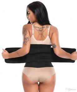 femme portant gaine de sudation de dos
