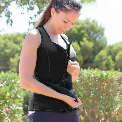 femme portant une tenue de sport pour transpirer