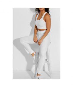 Ensemble de sport pour femme avc legging et brassiere top push up blanc pose