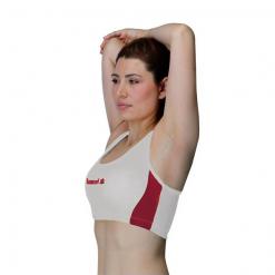 femme portant brassiere de sport luanvi blanche et rouge