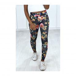 legging noir motif fleurs couleurs pose de face
