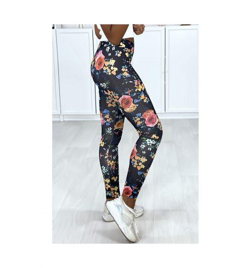 legging noir motif fleurs couleurs pose de profil