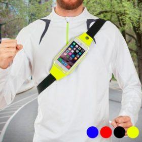 Homme portant une banane ceinture smartphone running
