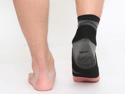 bandage strapping cheville talon noir derriere