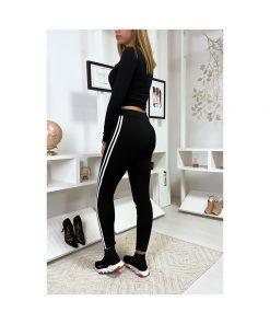 legging-noir-avec-deux-bandes-blanches-sur-les-cotes-pose-de-dos
