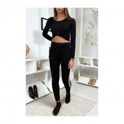 legging-noir-avec-deux-bandes-blanches-sur-les-cotes-pose-de-face