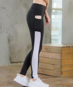 legging sport avec poche telephone noir ligne blanche de profil